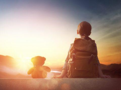 人生は冒険の旅 神話の法則・・・ スーツケースいっぱいに詰め込んだ、希望という名の重い荷物を、キミは軽々ときっと持ち上げて、笑顔見せるだろう 英雄の旅 映画上映会とワークショップを開催します。