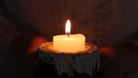 闇があなたをつつもうとするとき、心に火を・・・